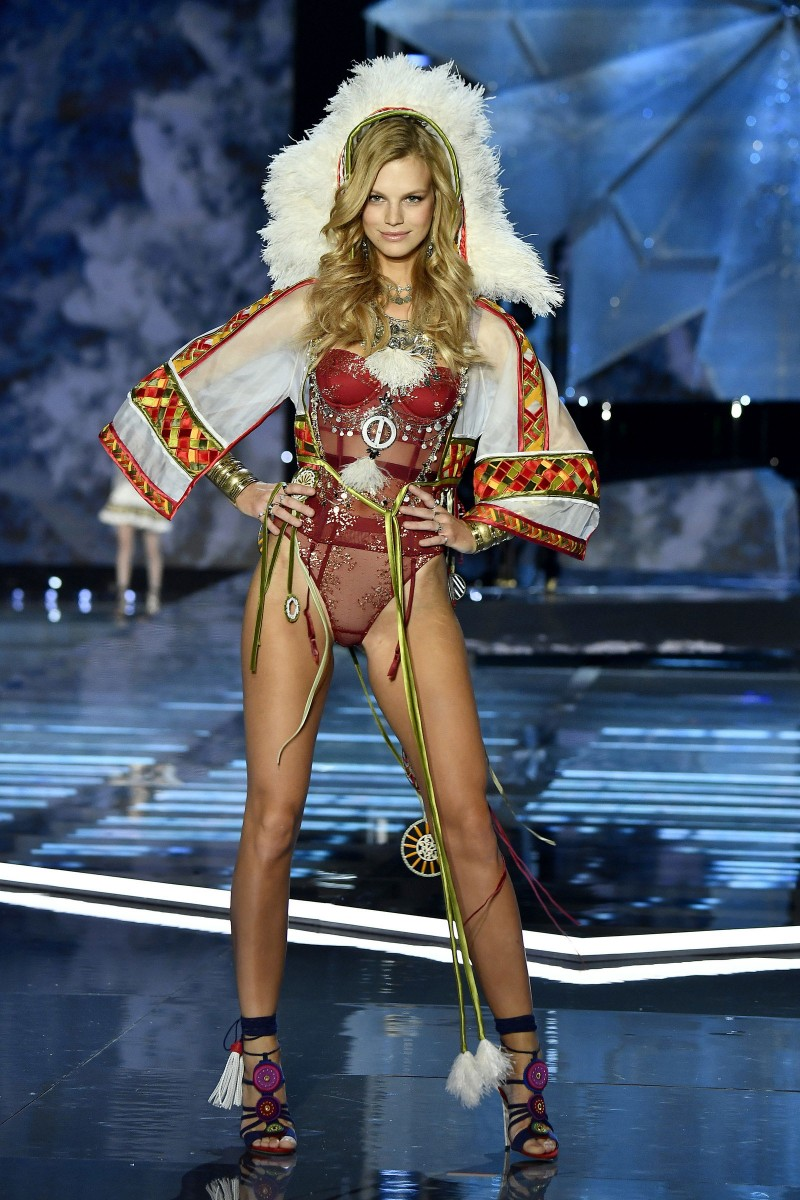 Victoria's Secret Fashion Show Photos.<br />#VictoriaSecret <br />#Models2017<br />Nadine Leopold (260)