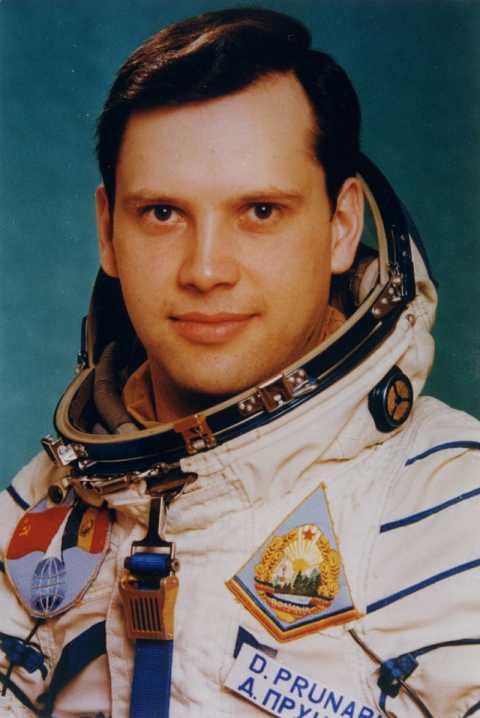 Romanian_cosmonaut_Dumitru_Prunariu-800x1196.jpg